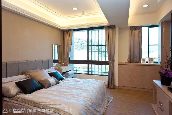 开阔的视野与舒适的氛围,在室内的任何角落,都可以感受窗外的绿意与沁凉的微风。