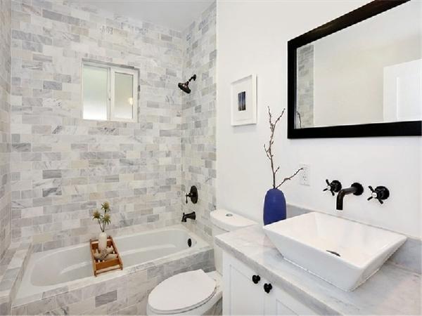 混搭的墙砖搭配上白色的洁具浴柜,是不是非常有A情调?