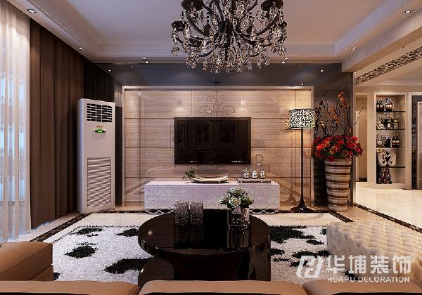 客厅电视背景墙搭配灰镜石材,增加客厅的时尚感,现代感的壁纸和抛釉砖营造出时尚前卫的感觉。