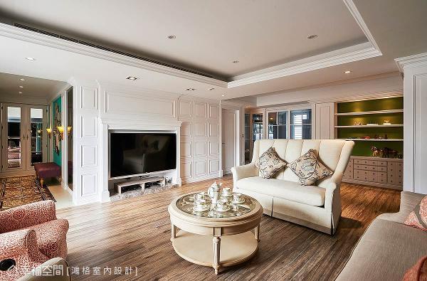 以简易式壁炉造型作为电视墙的整体风格,两侧饰以格纹线板的简约层次,呈现和谐、对称之美。