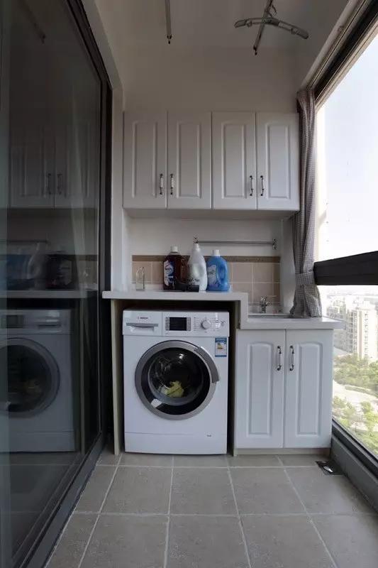 阳台改造成了洗衣房,恼人的潮湿问题就这样轻松解决。