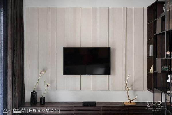 许炜杰总监利用深浅立体线条勾勒电视墙的生动表情。