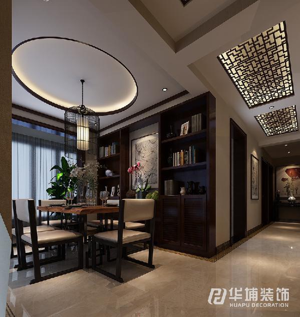 餐厅主要是有一套跟客厅呼应的餐桌,餐边柜和书柜的结合更让人感到有种书香门第的感觉。