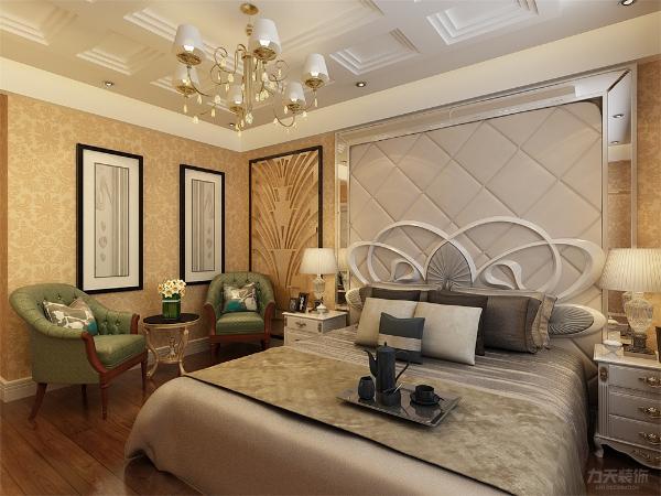 卧室顶面制作石膏板造型,墙面铺满浅黄色大马士革壁纸,墙的角落摆放一组欧式休闲沙发和茶几,双人床和电视柜以白色为主,地面采用浅褐色实木复合地板,显得层次分明。