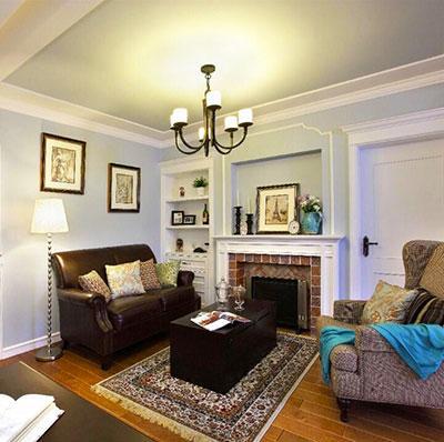 因为在客厅里隔了个书房,所以客厅显得较小 但却仍然保留了美式的元素——壁炉;