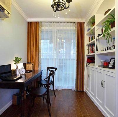 牺牲部分客厅和餐厅的空间做出的书房,满足了主人对书房的需求;