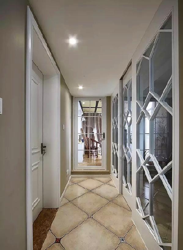 ▲ 穿过走廊,路过儿童房,去往茶室