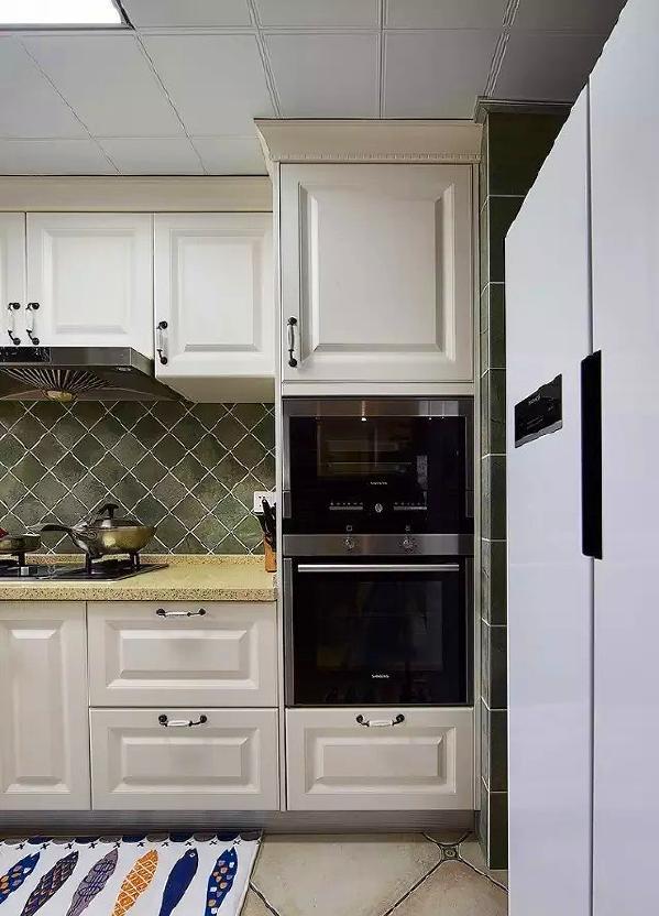 ▲ 双开门冰箱也有位置