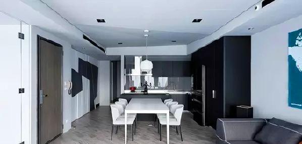 ▲ 开放式厨房和餐桌椅之间形成黑白对比