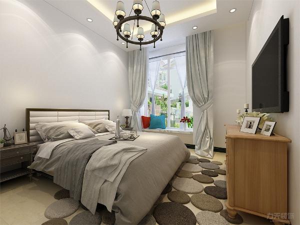 卧室没有做过多的设计,床和电视柜也是采用了木纹样式,和整个空间主调更搭,窗帘用了素雅的颜色,窗台做了一个简单的休息区。
