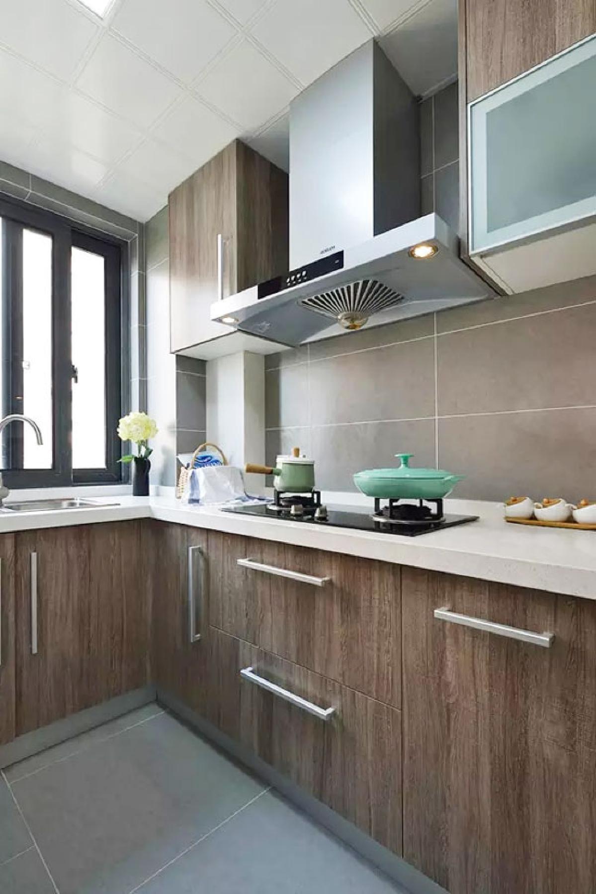 大家介绍一下muji风格下的厨房设计,看看木纹色系列的整体橱柜效果图图片
