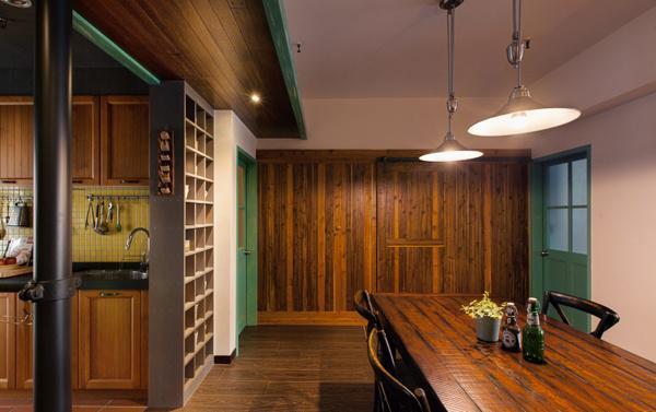 蓝色和紫色坐垫的木椅,彰显出高贵优雅的气质。悬空式的网格收纳柜,可以摆放上家中的以及装饰品等,使得空间更富有情调。