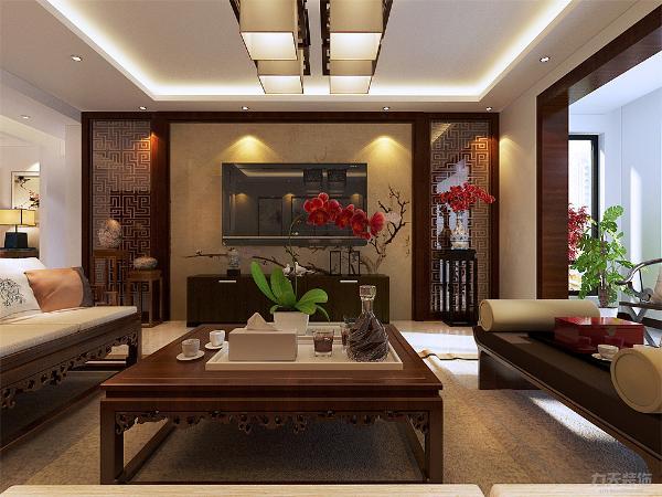 本案在色彩上面以实木为主,运用的中式和现代元素和家具作为主,客厅的电视墙中式壁纸加上中式回形纹实木框架装饰,家具用了偏现代一点的组合沙发。