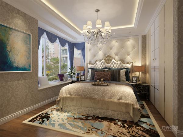 在卧室中 没有造型,只是挂画  从整体的采光和灯光的设计上来说,都体现了欧式的感觉,整体贴壁纸,让业主回到家 有一种归属感。