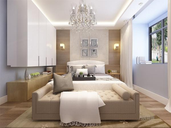 木复合地板具有防滑的功效,床头背景墙采用的是暖灰色造型墙,形象墙