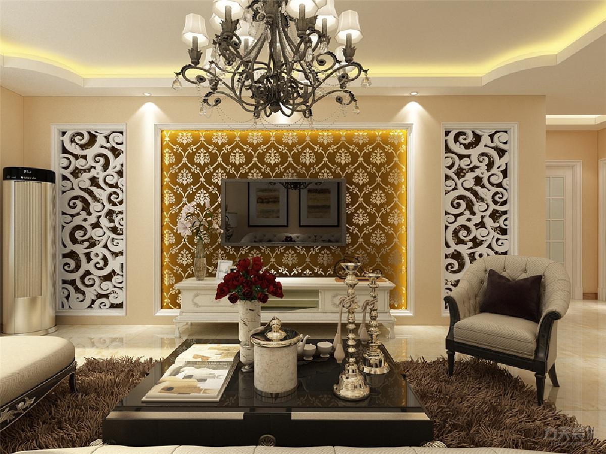 电视背景墙中间是壁纸,做了灯池造型,两边是欧式花隔板,隔板后面还是