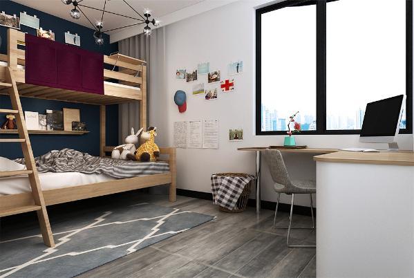 次卧通铺灰色木地板转角书桌与上下床满足了孩子学习休息的功能。