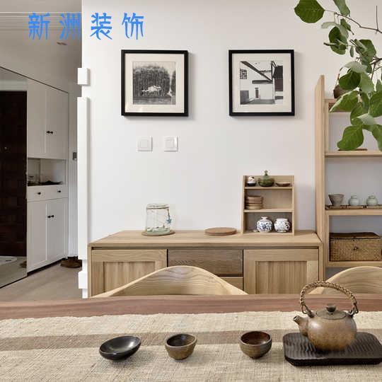 餐桌边上放餐边柜,大部分日式家装都会这样放置。厨房间腾出更多空间放置各种烹饪神器和各式漂亮的锅子,而家里越堆越多的碗盘,就可以放在餐边柜里。