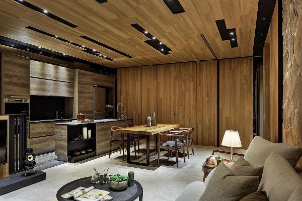 想像一下,寒冬里,走出主卧空间,视觉循序对应上了一落落的木薪与炙热的壁炉,暖暖地融化初醒的身心。