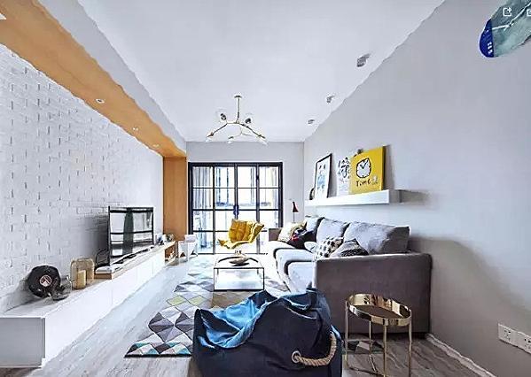▲ 各种具有设计感的灯具、画作、配饰的组合,让空间呈现更多表情