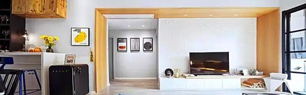 ▲ 电视背景采用白色的砖墙和白色的电视柜搭配,自然休闲