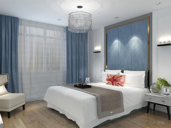 卧室没有过多的装饰,顶面没有复杂造型,现代感电视背景墙和床头背景墙,白色的硬包,所有的搭配虽然简单都体现着现代的个性与时尚。