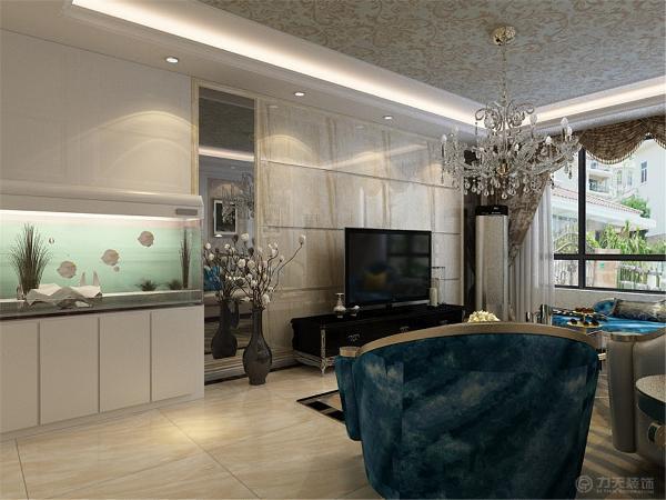 室内家具整体使用简欧家具,显得非常沉稳、大气。电视背景墙使用了石材和灰镜做造型装饰,沙发背景墙用石膏板做造型、壁纸和挂画装饰。