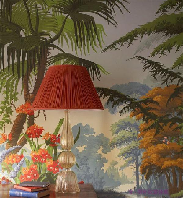 墙绘难度会高一些,找到合适的墙绘师,可以改变整个家。这里建议找专业的墙绘师,平时咖啡馆、店铺可能会有墙绘,可以多留心身边的一些好看的墙绘,遇到时试着问问他们墙绘师的联系方式,这又有何不可呢!