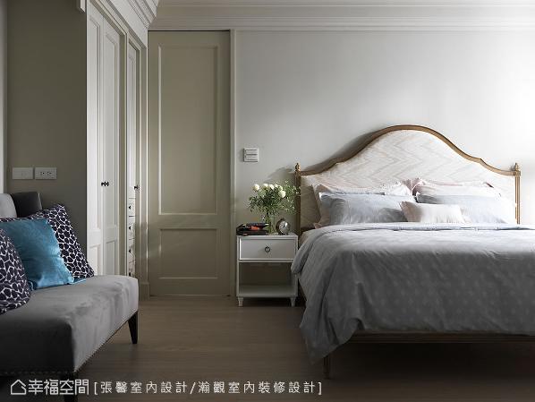 客变时依照使用习惯重新分配空间比例,屋主夫妻下班后习惯长时间待在卧房,偶而也需要在家中处理公事,因此特别扩大卧房坪数,并整合书房机能,满足两人的生活需求。