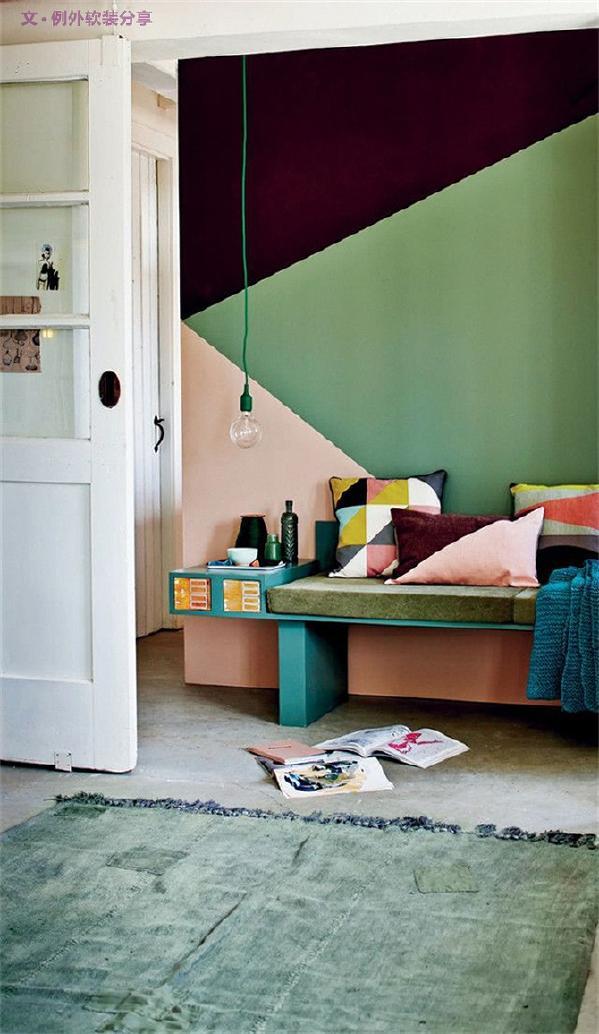 1、清新明亮   清新明亮墙纸色调多为马卡龙色、高级灰。低饱和度,高纯度的马卡龙色,淡而不寡,清而不冷。这种墙纸简单清新,最适合小清新。想让空间清爽明亮,小户型首选浅色,易于家居搭配。