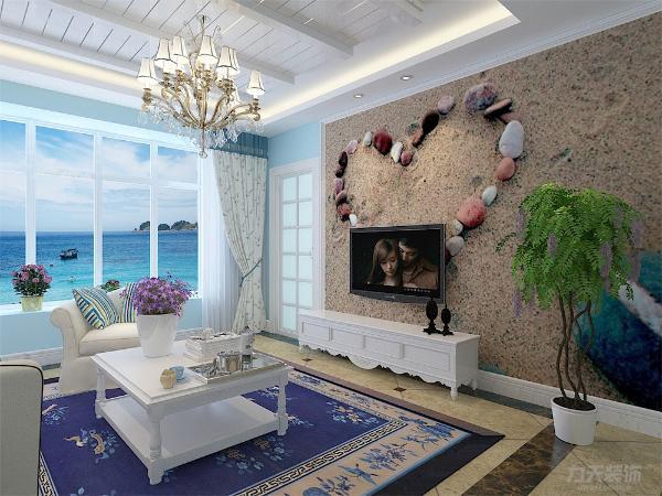 此沙发背景墙采用的是木质装饰面,电视背景墙是沙滩海岸的画面,使空间很大方,富有节奏韵律。