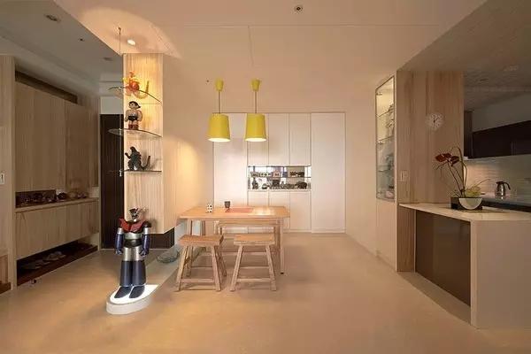 玄关和餐厅用吊柜隔开,有了私密的用餐区,也多出了更多收纳空间。