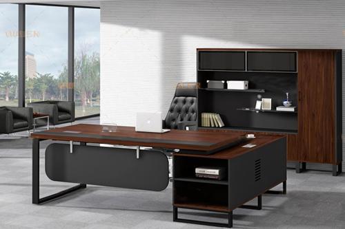 老板办公桌选购来三森欧梵家具店