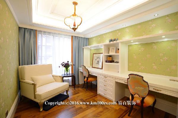 书房:书柜占据了空间一角,长条的书桌面满足了夫妻两人共同办公娱乐,家里来客人也可以作为待客区与休息区。