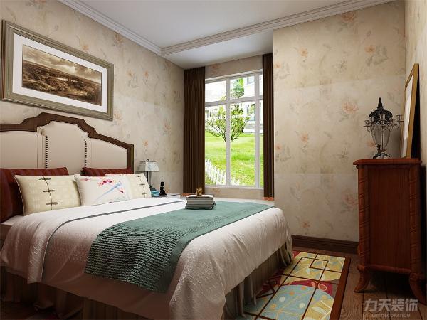 主卧室整体也是通铺暗花壁纸,给人一种安静祥和的感觉,让人心旷神怡,榻榻米的设计也能在空间实用上增加一些情调。
