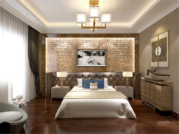 在主卧室的设计中,同样我们采用了白色的床体与自然白的墙面相结合,顶面的不规则造型搭暖黄色系的床头背景墙使偏冷色系的空间有了少许温暖和亲切。