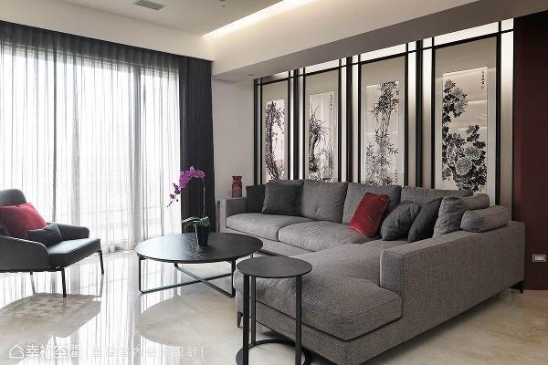 选购「梅、兰、竹、菊」为意象的双面绣,来取代客厅与书房间的实墙,除了赋予品格及生命力,更铺述浓浓的东方况味。
