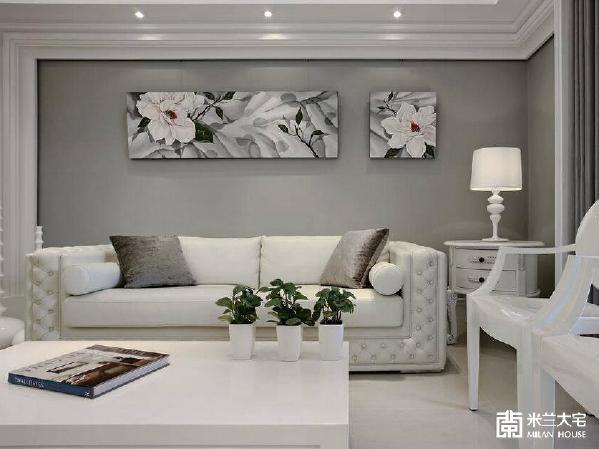 牛皮沙发的细腻工法,搭配烤漆单椅的点缀,使得浪漫与时尚紧密的融合。