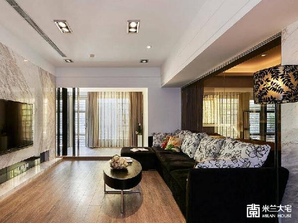 公共场域形塑为优雅品味的居家,并透过客厅的尺度放大,让家人也更多的相聚空间。
