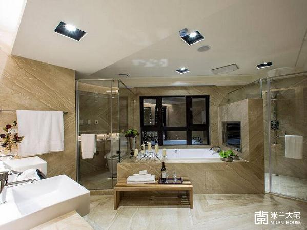 若大的主卧卫浴,以顶级饭店四件式设备规划,加上双洗手台,让男、女主人享受最尊荣的生活礼遇。
