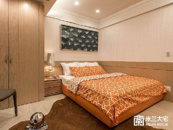 透过跳色的床组选搭,创造空间中的活泼调性。