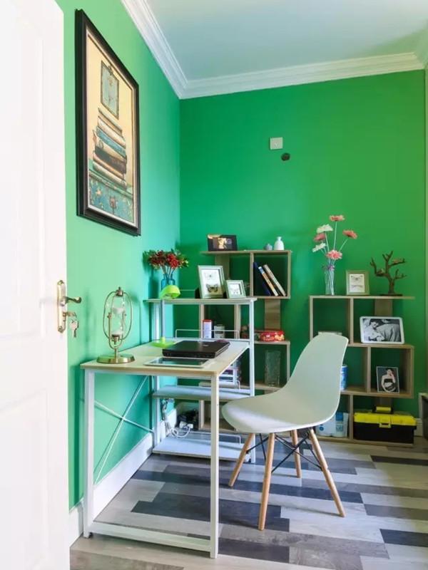 书房采用简单实用的家具有效降低预算。