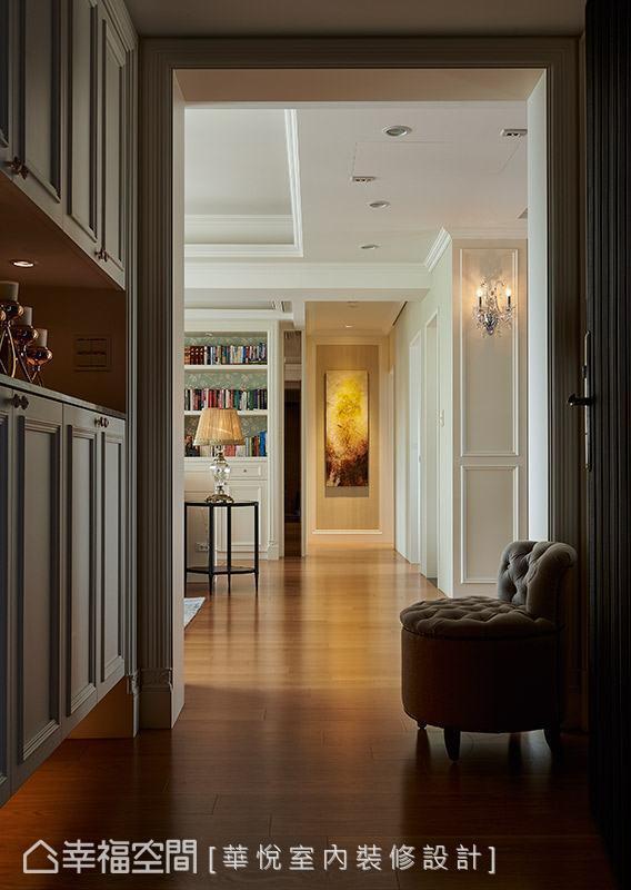 全室地坪采用木地板做铺陈,营造温暖和谐的居家氛围。