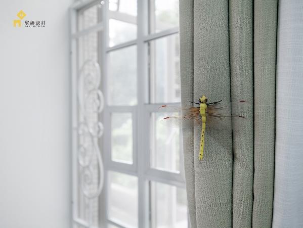 窗帘上的小蜻蜓,增添一丝夏日的小气息。