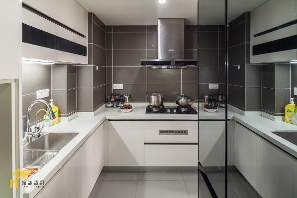 白色橱柜&灰色的哑光砖是绝配,简单,干净。