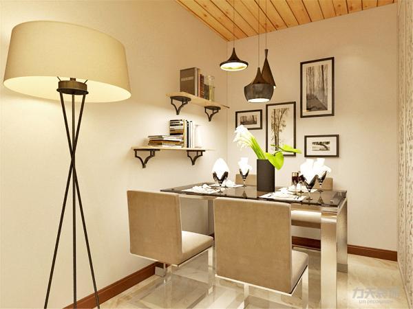在餐厅的设计中,采用了白色系的餐桌椅搭配木色的厨房滑动门。白色和明亮玻璃的结合创造出了现代的洁净与明亮。