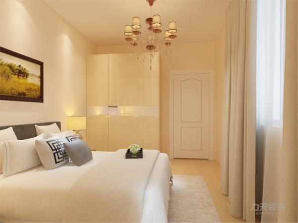 在卧室的设计中,同样我们采用了木色的木地板与褐色地毯相结合,木色的衣柜配搭白色系的双人床使偏冷色系的空间有了少许温暖和亲切,地板采用的是实木复合地板具有防滑的功效,整个空间也是多采用简洁明朗的线条。