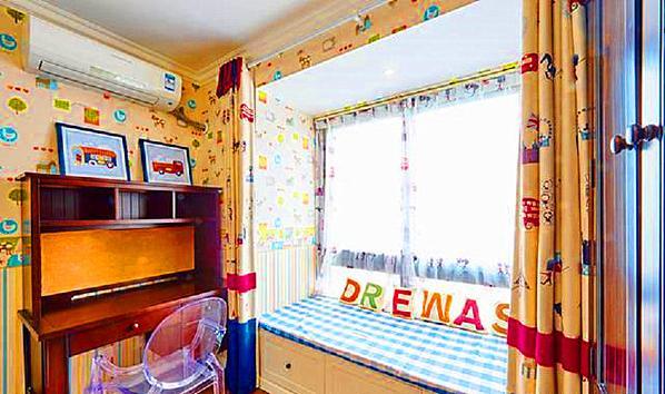 ▲ 儿童房用了卡通壁纸,色彩运用更加丰富
