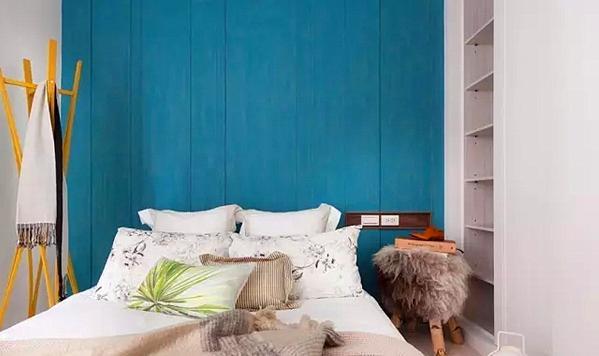 ▲ 床头背景蓝色调饰面板
