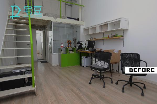 工作区域这边,桌台、椅子、储物柜略显简单,枯燥单调的工作区容易让人感到疲倦。